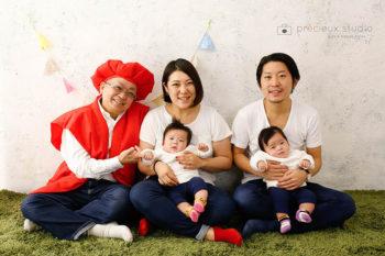 還暦のおじいちゃんと家族の記念写真