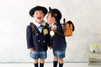 男の子2人で入学記念写真