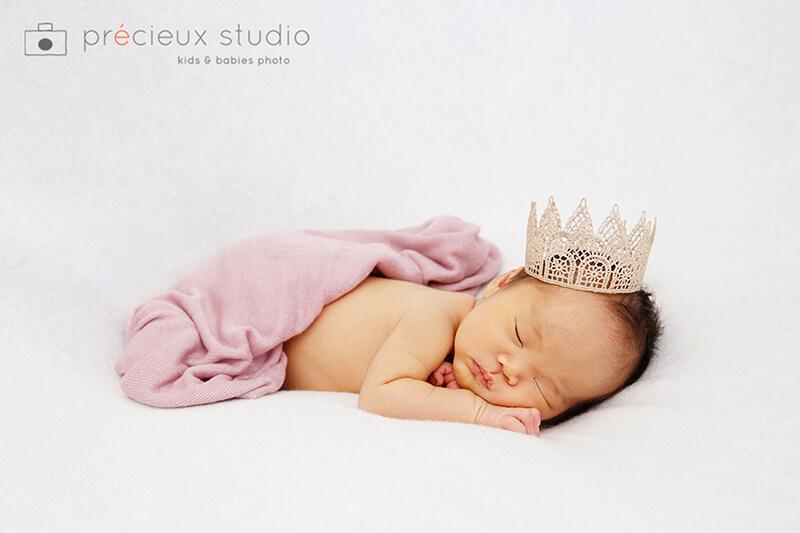 うつぶせでのニューボーンフォト 寝ている赤ちゃん