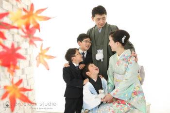 家族で七五三写真 着物羽織袴 ハウススタジオの和室で紅葉と撮影 プレシュスタジオ撮影写真