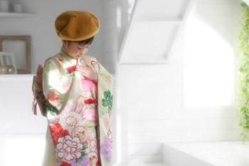7歳の女の子七五三写真 着物とハット ハウススタジオの和室で紅葉と撮影 プレシュスタジオ撮影写真