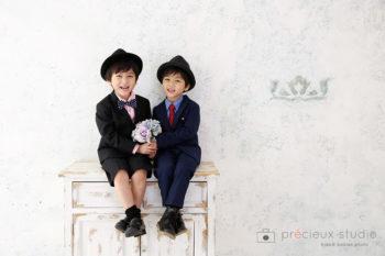 ハウススタジオでバースデーフォト 男の子2人でお誕生日記念写真 プレシュスタジオ撮影写真