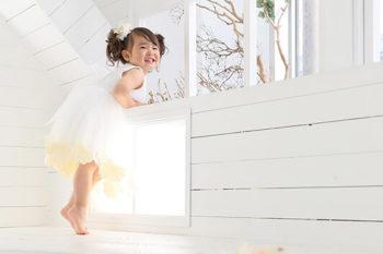 ハウススタジオでバースデーフォト 3歳の女の子のお誕生日記念写真 プレシュスタジオ撮影写真