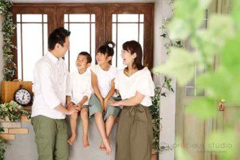 ハウススタジオで家族写真撮影 親子でリンクコーデ プレシュスタジオ撮影写真