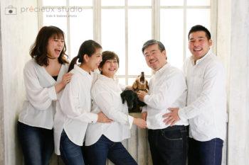 ペットと家族写真 ダックスフント プレシュスタジオ撮影写真