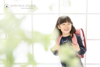 女の子の入学記念写真 ピンクのランドセル プレシュスタジオ撮影写真