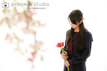 女の子の卒業記念写真