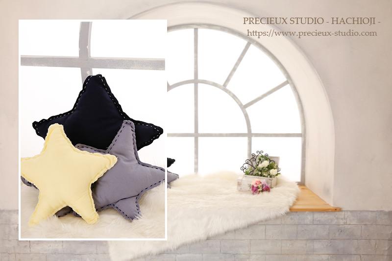 プレシュスタジオ八王子店の撮影セット内装 大きな窓辺