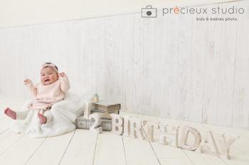 1/2BIRTHDAYのセットと撮影したハーフバースデーの赤ちゃん写真