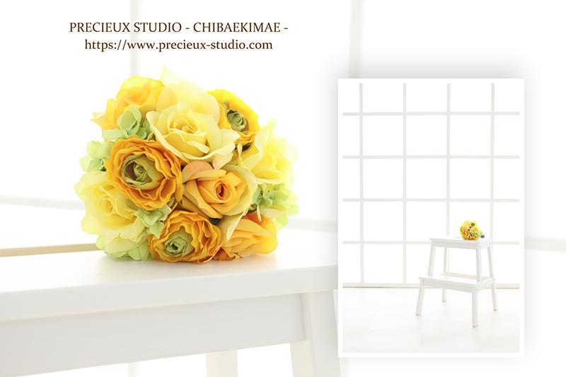 プレシュスタジオ千葉駅前店の撮影セット内装 白いお部屋と黄色いお花