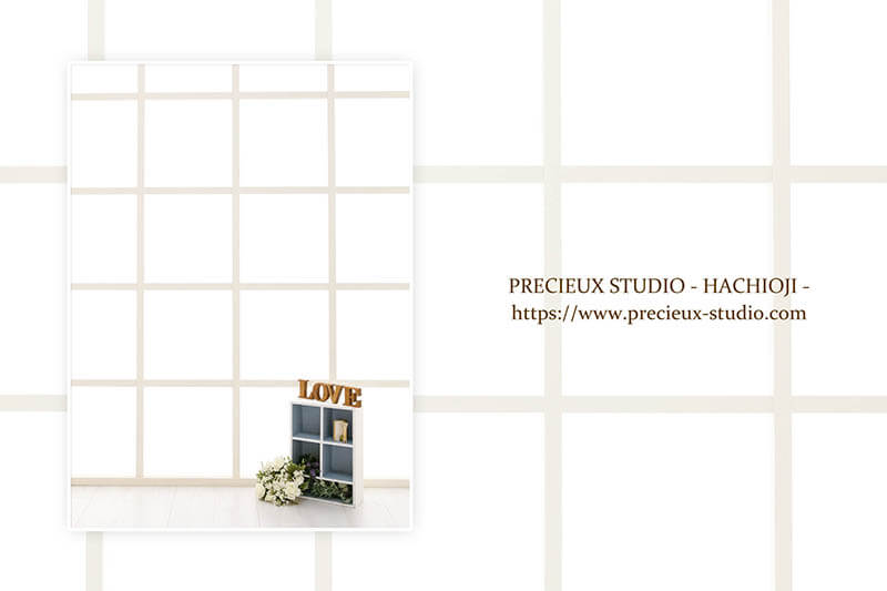 プレシュスタジオ八王子店の撮影セット内装 自然光が明るい窓際