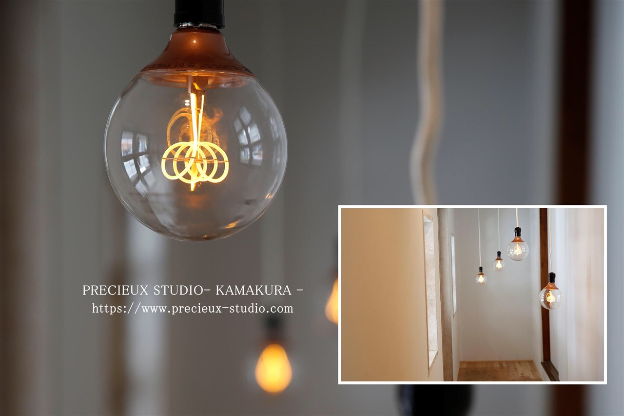 プレシュスタジオ鎌倉八幡宮前店の撮影セット内装 シックなランプのお部屋