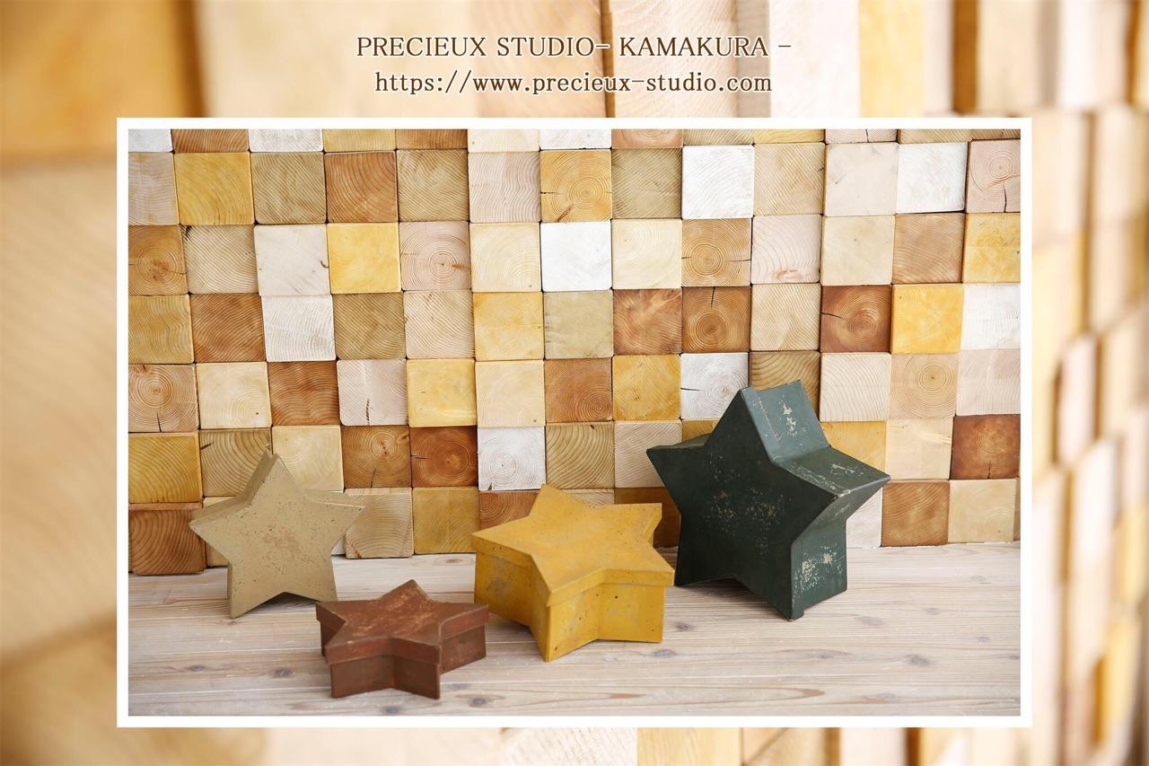 プレシュスタジオ鎌倉八幡宮前店の撮影セット内装 木のぬくもりのお部屋