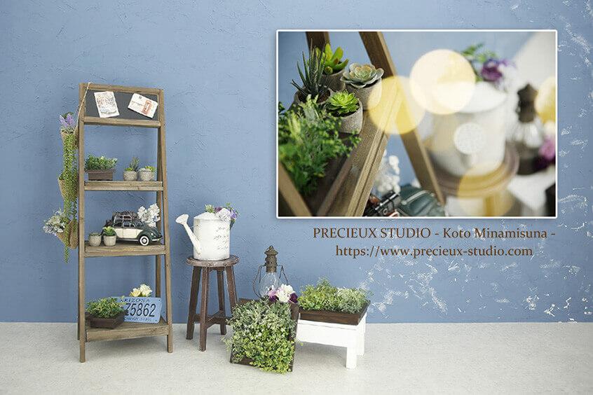 プレシュスタジオ江東南砂店の撮影セット内装 ブルーの壁と小道具