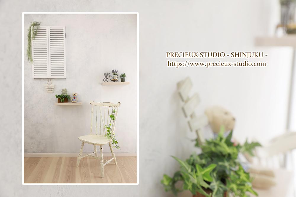プレシュスタジオ新宿曙橋店の撮影セット内装 白い明るいお部屋