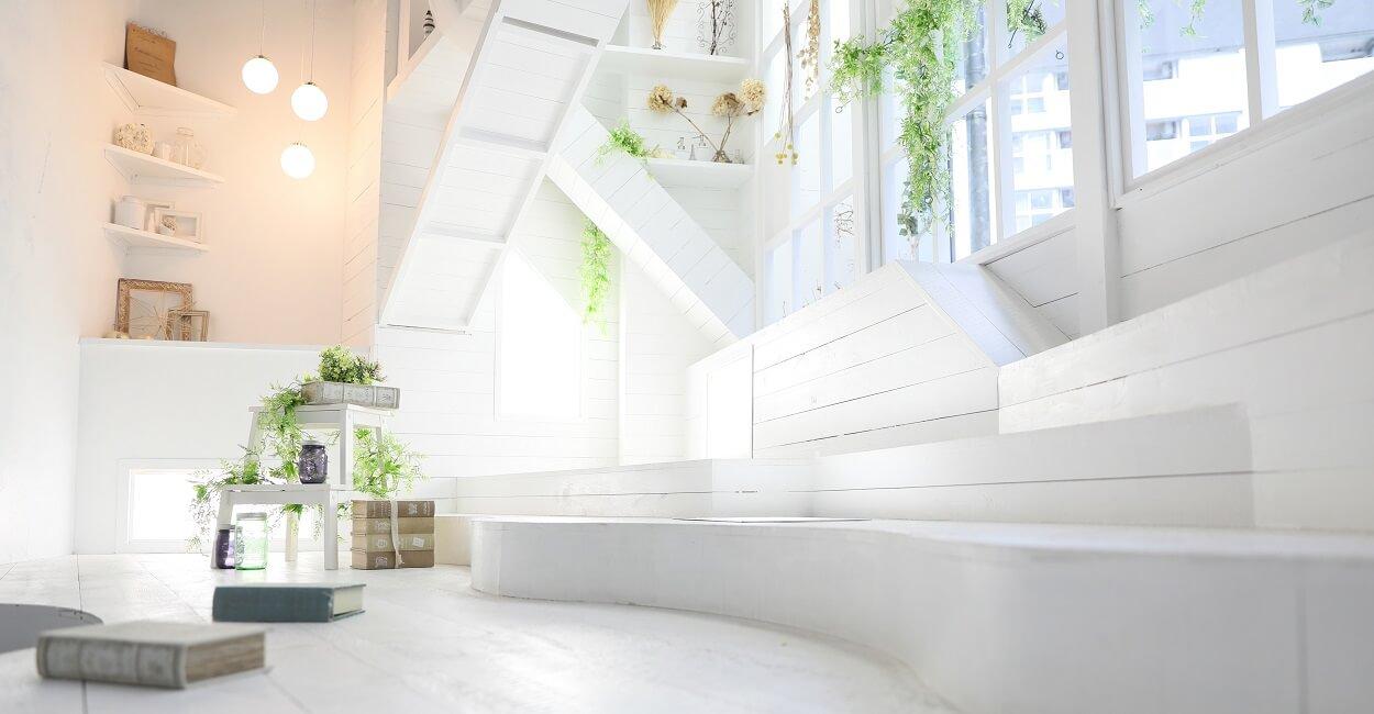 プレシュスタジオ豊洲店の撮影セット内装 明るい白地の撮影スペース