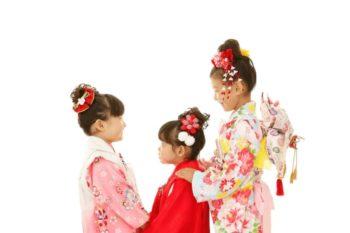 3姉妹で七五三の記念写真撮影