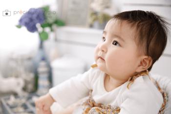 ハーフバースデーの赤ちゃんの横顔 プレシュスタジオ撮影写真