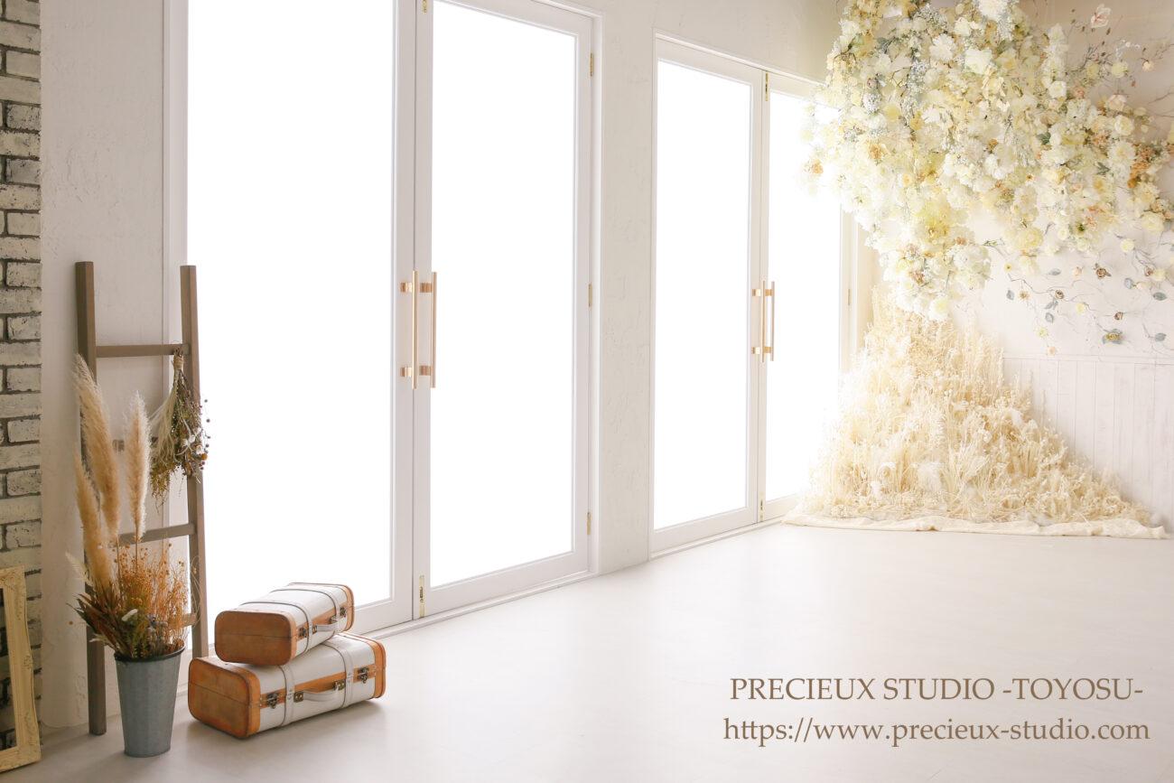 プレシュスタジオ豊洲店 撮影セット内装 白いお花の部屋