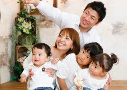 デニムのリンクコーデで家族写真