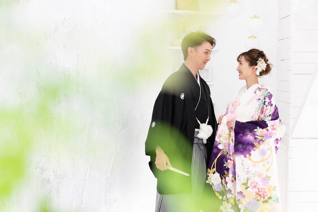 プレシュウェディング撮影 和装袴の新郎と色打掛の花嫁