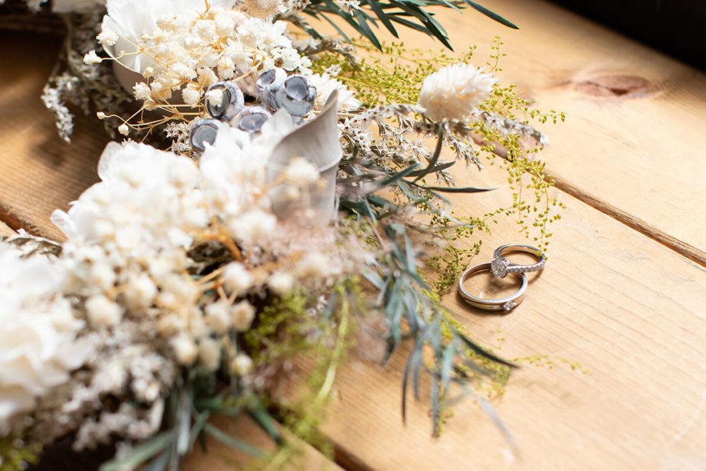 プレシュウェディング撮影 結婚指輪とブーケ