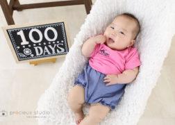 百日祝いの赤ちゃん