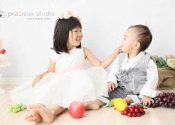 兄弟でお誕生日記念写真 果物と一緒 プレシュスタジオ撮影