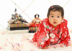 初節句 ひな祭りの雛人形と記念写真