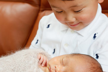 ニューボーンフォト撮影 赤ちゃんとお兄ちゃんの兄弟写真
