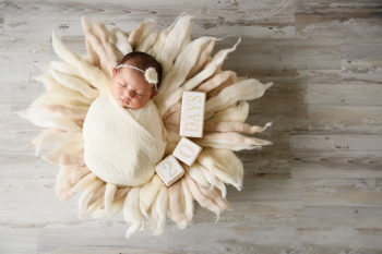 ニューボーンフォト撮影 おくるみの生後20日目の赤ちゃん