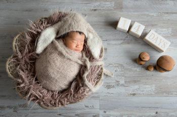 ニューボーンフォト撮影 おくるみの生後14日目の赤ちゃん