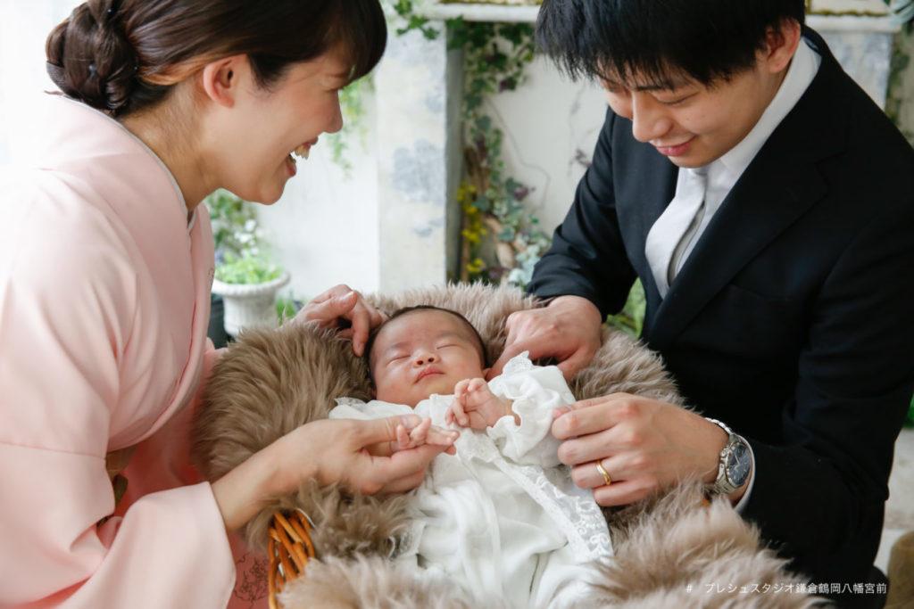 家族でお宮参りの記念写真撮影