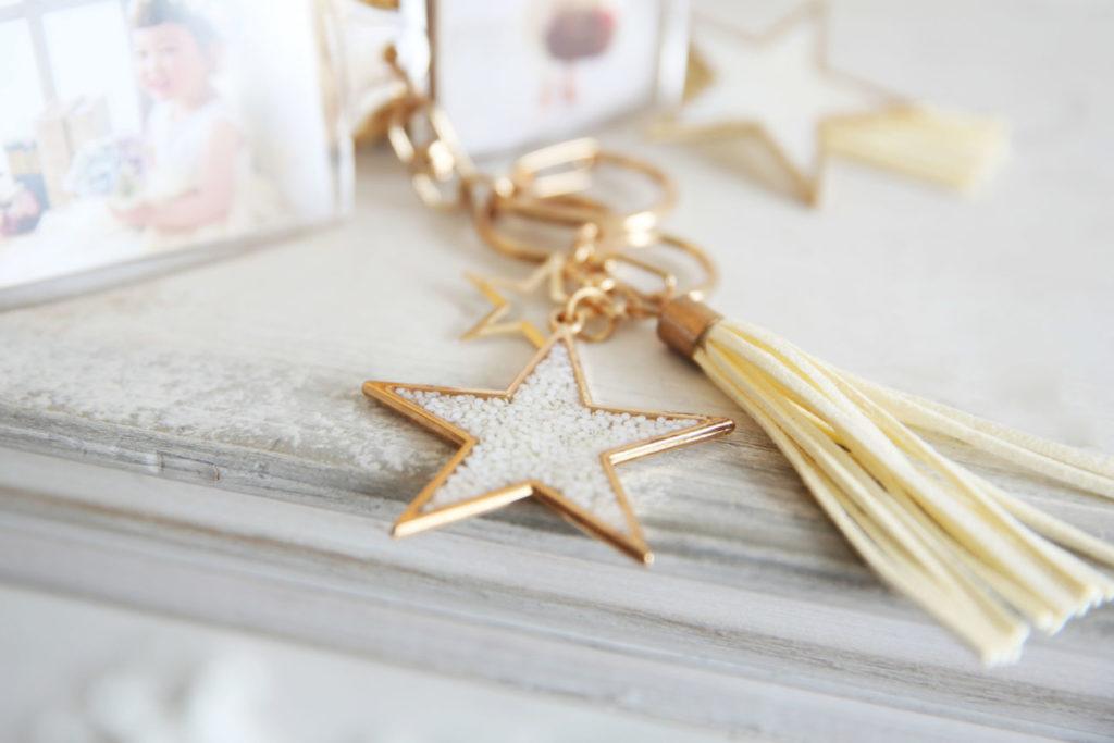 かわいいタッセルと星のチャーム付き