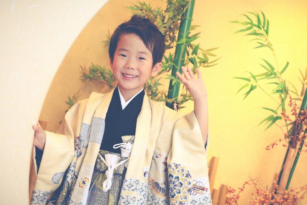 袴姿で七五三の記念写真撮影