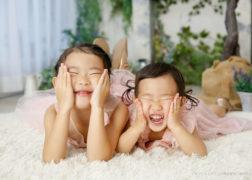 姉妹で楽しく記念写真撮影