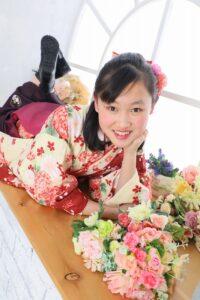 お花と一緒に卒業記念写真