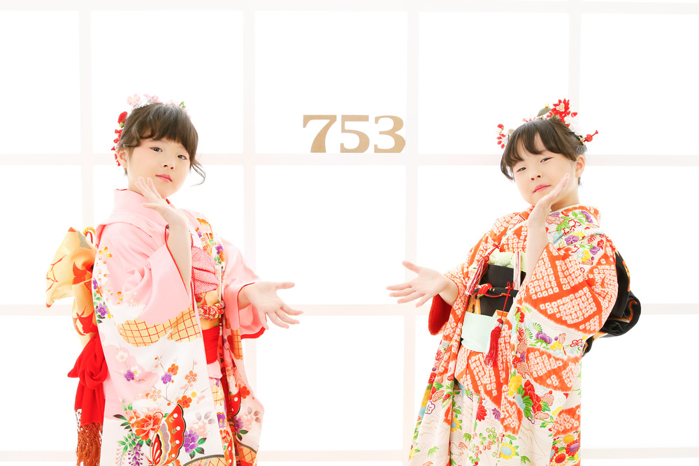 双子姉妹の七五三記念撮影