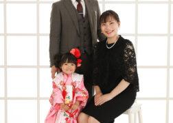 家族で七五三の写真撮影 3歳の女の子ファミリー