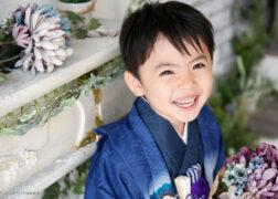 青い着物で七五三の記念写真撮影 プレシュスタジオ鎌倉鶴岡八幡宮前店撮影