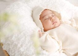 赤ちゃんのお宮参りの記念写真