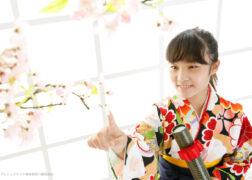 レトロな卒業袴で小学校卒業記念写真撮影