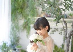 お花と一緒に七五三記念写真撮影