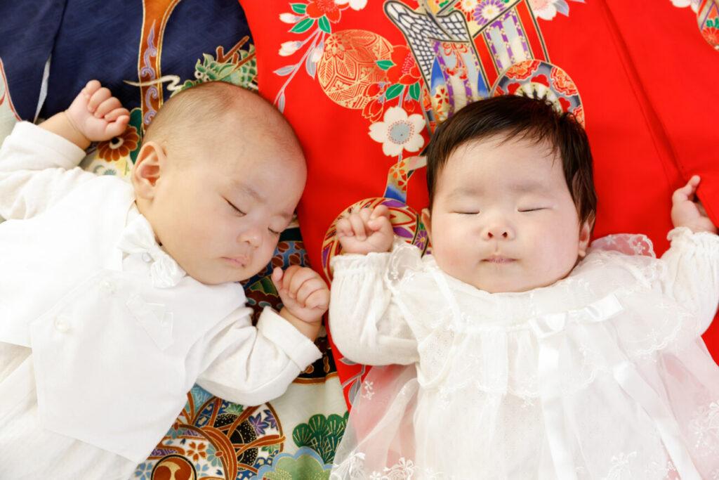 お宮参りの産着と赤ちゃん