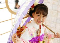 7歳の七五三記念写真 着物と和傘