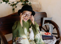 羽織袴とハットで七五三の記念写真撮影