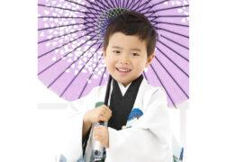 5歳の七五三記念写真 袴姿で和傘