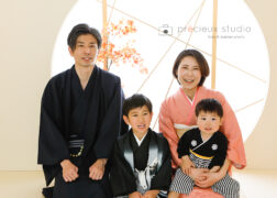 家族で着物の七五三記念写真撮影