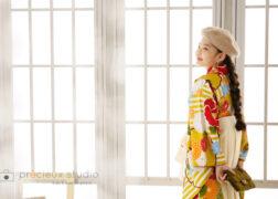 袴姿でハーフ成人式の記念写真