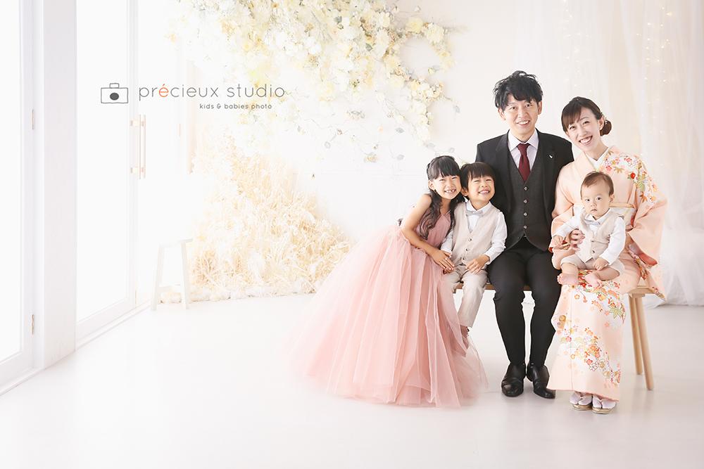 家族で記念写真撮影
